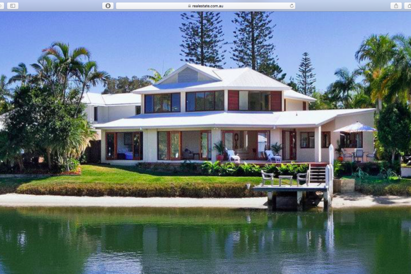 stunning waterfront beach house in noosa noosa heads. Black Bedroom Furniture Sets. Home Design Ideas