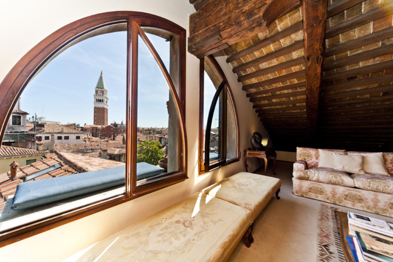 Luxury Appartment In A Historical Venetian Building.