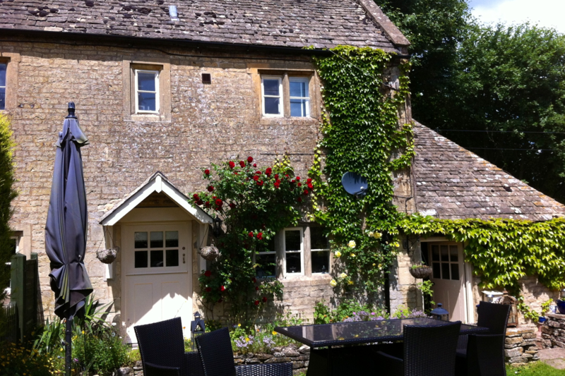 Chocolate Box Cotswold Cottage Stow On The Wold