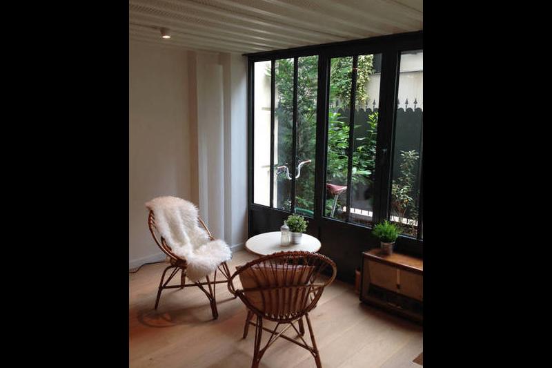 Incroyable loft avec terrasse en plein coeur de paris for Loft avec terrasse paris