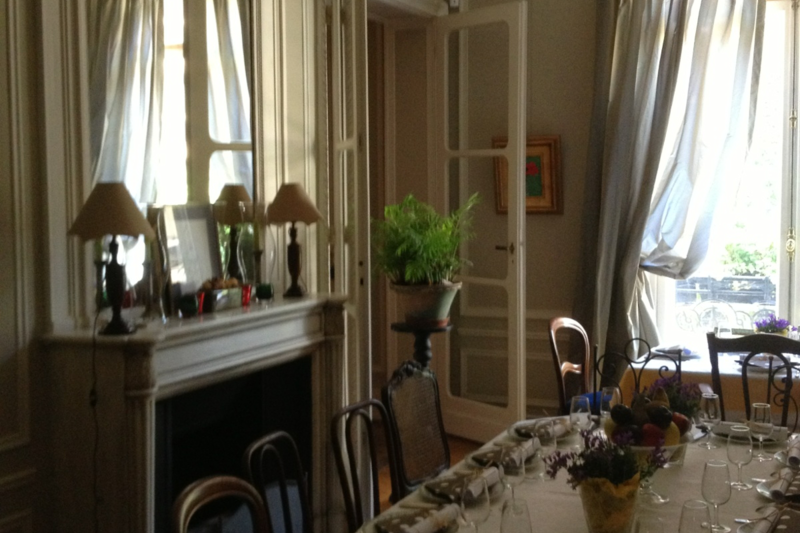 Spacious apartment on a private mews 16th arrondissement for Salle a manger wales