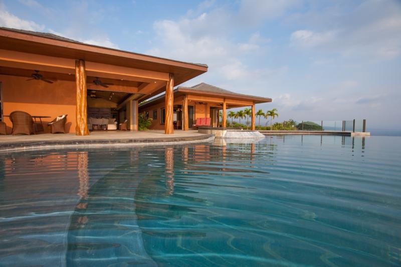 infinity pool overlooking ocean - photo #28