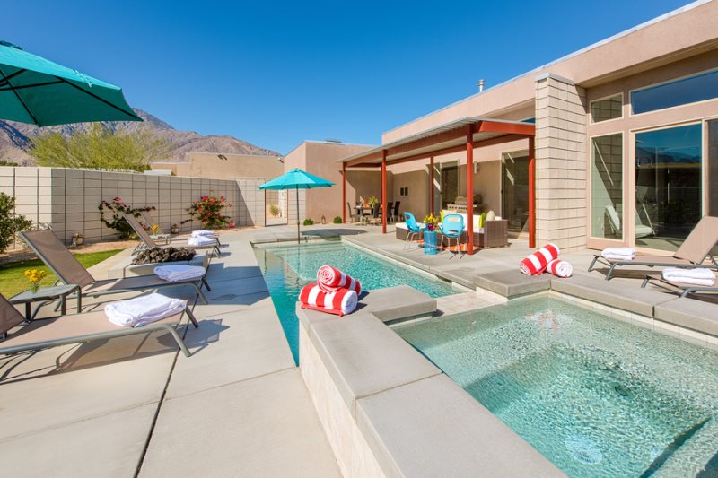 New palm springs house with pool palm springs for Plush pad palm springs