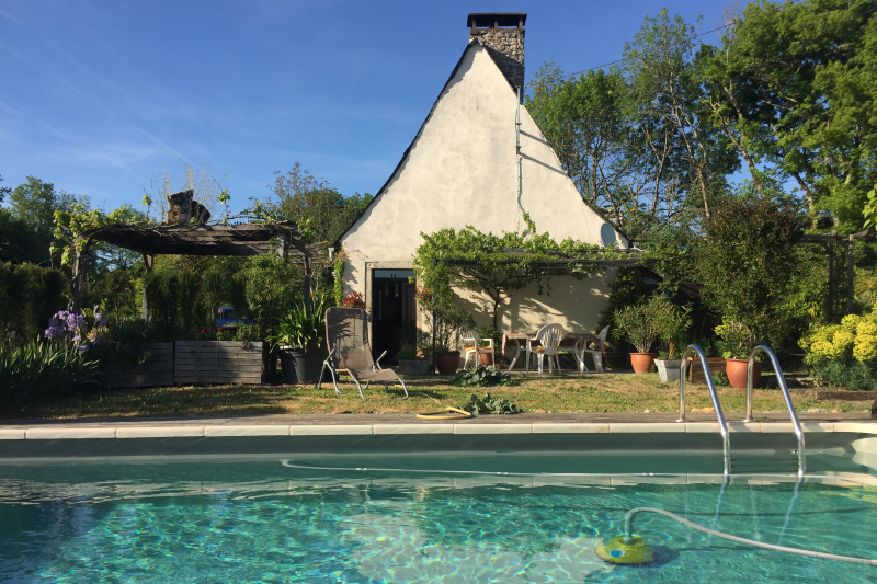 Traditional french farmhouse with swimming pool for Farmhouse with swimming pool