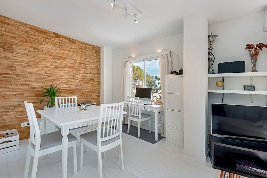 Dining room at apartment in Palma. The best beaches are on your doorstep.